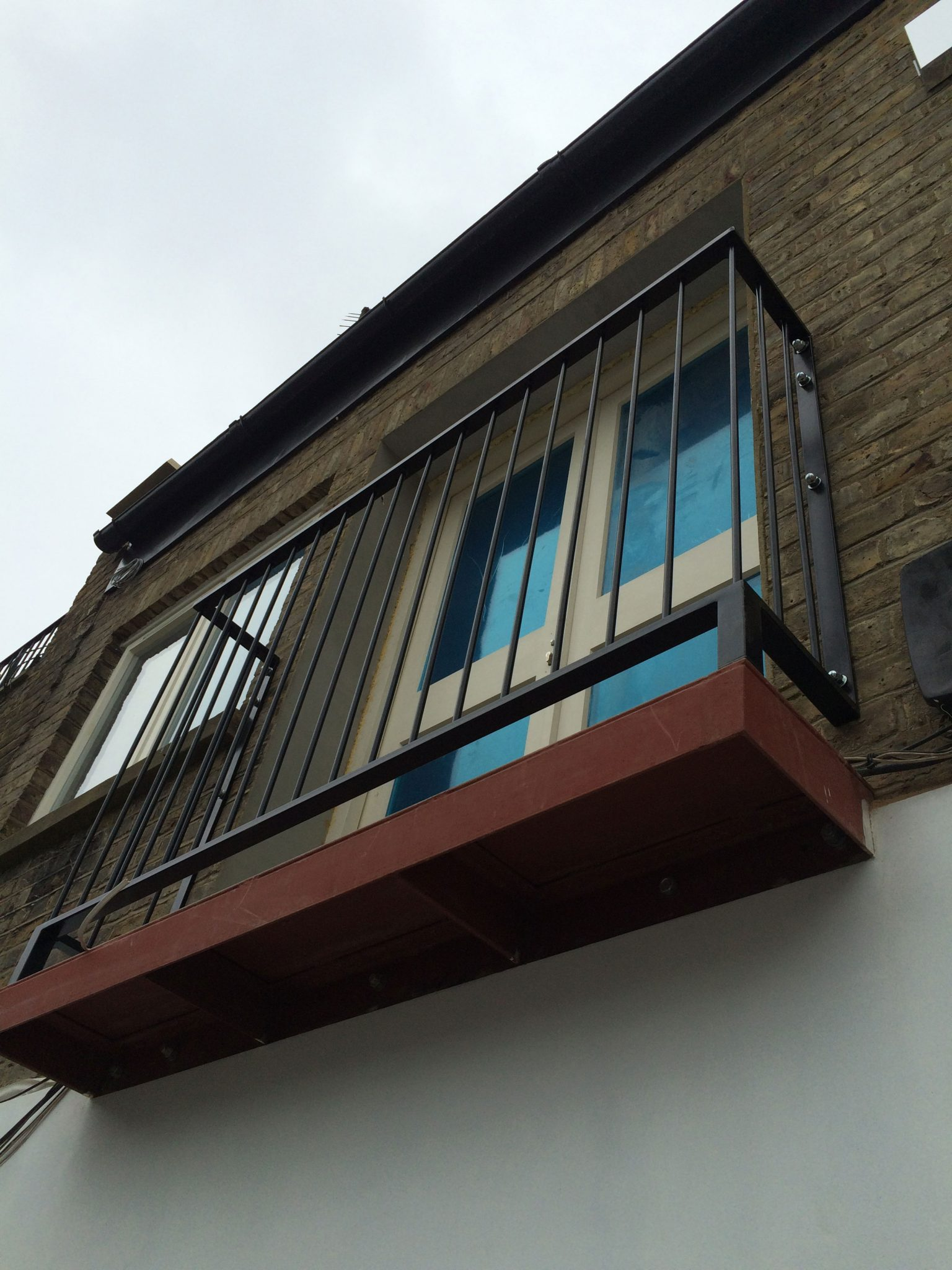 Glass juliet balcony in london inox city ltd for Balcony balcony